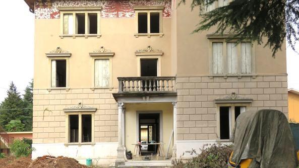 Al centro di accoglienza villa vezza porte chiuse per la for Villa a 3 piani