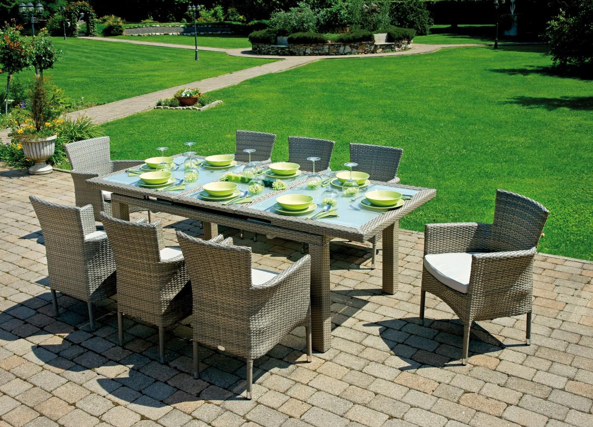 Tavoli da giardino: ecco le migliori soluzioni per arredare una zona